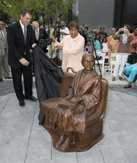 DART Chairman Randall Chrisman and US Rep. Eddie Bernice Johnson unveil a bronze statue of civil rights pioneer Rosa Parks.